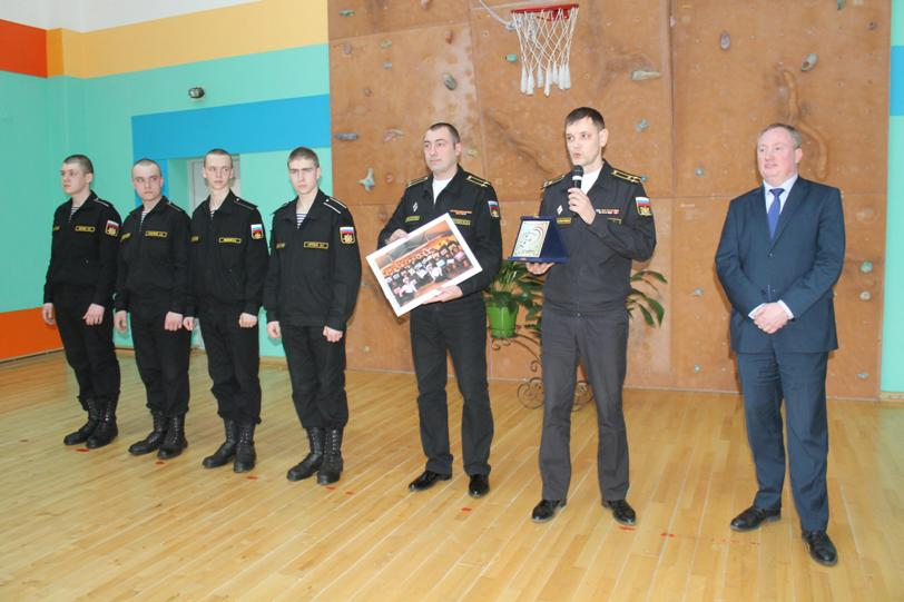 Школьники Зеленоградска получили благодарность заподарки воинам-интернационалистам вСирии